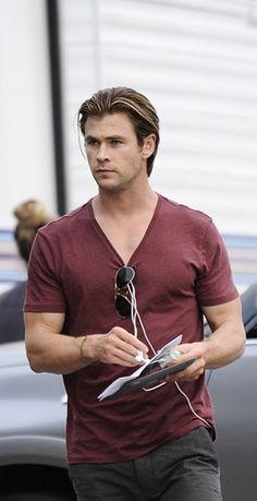 Serious Hemsworth is seriously adorable! Luke Hemsworth, Hemsworth Brothers, Elsa Pataky, Australian Actors, Grunge Hair, Hollywood Actor, Haircuts For Men, Gorgeous Men, Bad Boys