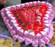 Cœur de bonbons Bar A Bonbon, Birthday Cake, Kid, Candy, Desserts, Good Stocking Stuffers, Child, Sweet, Birthday Cakes