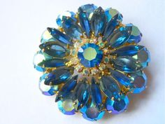 Vintage Juliana Delizza Elster Brooch Blue Rhinestone Flower Silver Rhinestone Flower Brooch Gift for Her Gift for Mom Collectible Jewelry I Love Jewelry, Bling Jewelry, Vintage Jewelry, Unique Jewelry, Jewelry Box, Jewellery, Silver Rhinestone, Gifts For Mom, Jewelry Collection