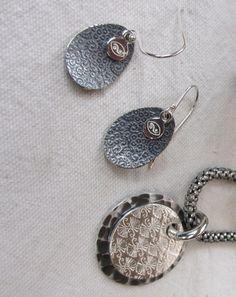 Petal design patinated Costume Jewelry, Crochet Earrings, Jewelry Design, Jewelry Making, Jewels, Jewellery, Personalized Items, Bijoux, Jewelry Shop