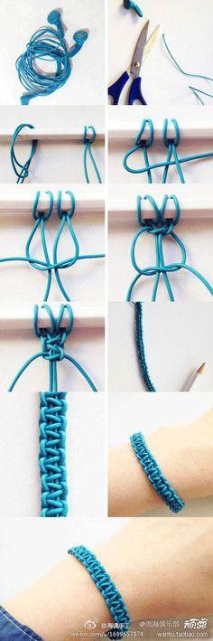 Aus alten Kopfhörern ein Armband machen. Kann man auch ein anderes Material verwenden. Sieht nach Makramee aus.