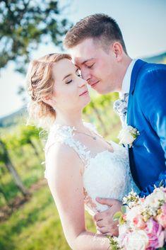 Times New Roman, Lace Wedding, Wedding Dresses, Videos, Fit, Fashion, Wedding Bride, Wedding, Bride Dresses