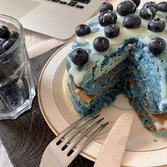 Discovered by Adriana Adriana. Find images and videos about food, cake and dessert on We Heart It - the app to get lost in what you love. Think Food, I Love Food, Good Food, Yummy Food, Pretty Cakes, Cute Cakes, Kreative Desserts, Cute Desserts, Food Goals