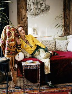 Loulou de la Falaise In her Paris home May 2011 Extraordinary woman, muse of Yves Saint Laurent, collaborator and jewelry designer for YSL and of her own lines. Yves Saint Laurent, Popsugar, Gloria Vanderbilt, Wild Style, My Style, Style Parisienne, Paris Home, Advanced Style, Paris Apartments