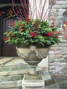10 Winter Container Garden Ideas, Most Brilliant as well as Stunning - Winter garden Outdoor Christmas Planters, Christmas Urns, Christmas Wreaths, Christmas Crafts, Outdoor Planters, Christmas Garden, Outdoor Wreaths, Winter Porch, Winter Garden
