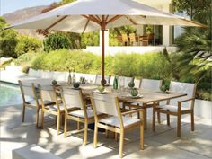 Who would want to eat inside with this #outdoor #dining table? Love it!