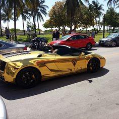 Just spotted this child chrome Lamborghini Gallardo on Ocean Dr. - http://www.stickercity.com/sc-vehicle-wraps/just-spotted-this-child-chrome-lamborghini-gallardo-on-ocean-dr