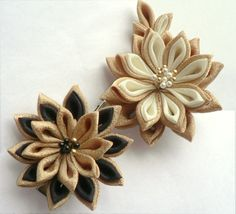 I might need that gold and black flower clip.