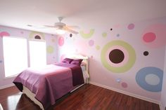 Girls pink bedroom painted with dots and circles really fun and playful. Pink Bedroom Design, Pink Bedroom Decor, Pink Bedroom For Girls, Pink Bedrooms, Gold Bedroom, Kids Bedroom Paint, Cool Kids Bedrooms, Kids Rooms, French Home Decor