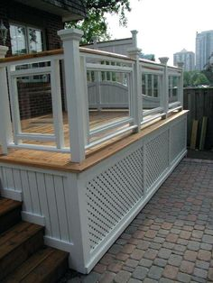 A formal deck plan originally built in Toronto and featured in Canadian House and Home. Unique privacy screens set this deck design apart! Deck Building Plans, Deck Plans, Pergola Plans, Deck Design Plans, Patio Design, Living Pool, Outdoor Living, Canadian House, Deck Skirting