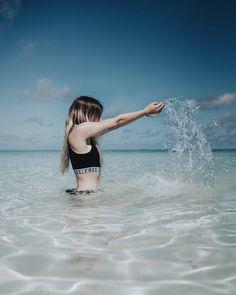 """97.9 mil Me gusta, 337 comentarios - Paula Baena (@paula.baena) en Instagram: """"Keep on loving ☺ Como quiero yo a las Maldivas  foto de mi amigui la san peliazul @gio_bravar"""" Friendship Photography, Ocean Pictures, Pool Picture, Photos Tumblr, Around The Worlds, Selfie, Instagram, Water, Summer"""