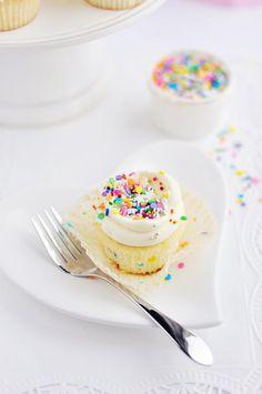 Sweetapolita – Super-Duper Vanilla {or Funfetti} Cupcakes   Sweetapolita