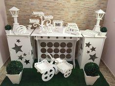 Locação Decoração Provençal Dessert Stand, Dessert Table, Cake Holder, Candy Buffet Tables, Cake And Cupcake Stand, Catering Display, Party Props, Bar Furniture, Paper Decorations