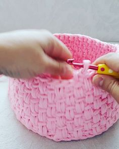 "1,755 Me gusta, 39 comentarios - ÖzNuR ToRuN (@oznurtorun_uea) en Instagram: ""Motif model video1 #orgu #handmade #hobi #sendeyap #penyeip #crochet #sepet #puset #sepetvideo…"""