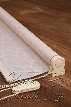 Festival Serisi Stor perdelerimiz kendinden desenli kabartmalı kumaşı ile bulunduğu ortamın dekorasyonuna katkı sağlar. Kullanıldığı mekana dolgun görünüm katar.