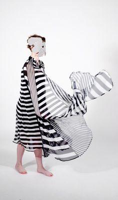 Guillaume Weiler est un jeune designer français, fraîchement diplômé de l'école d'art HEAR Mulhouse. Son travail pluridisciplinaire et parfois expérimental