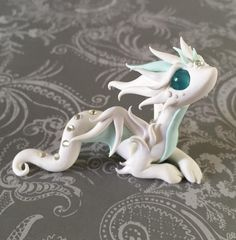 Good Photo Sculpture Clay dragon Concepts There are several varieties of clay used by porcelain figurine, most numerous in terms of taking on and also Polymer Clay Dragon, Cute Polymer Clay, Cute Clay, Polymer Clay Charms, Polymer Clay Creations, Polymer Clay Figures, Fantasy Kunst, Fantasy Art, Sculpture Clay