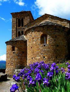 SANT ESTEVE D'ABELLA DE LA CONCA  Romanesque Church (Lleida, Catalonia)  XI-XII Century. Photo Llorenç Ll.