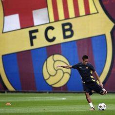 Neymar FC Barcelona Soccer World, Soccer Fans, Fc Barcelona, Messi, Ronaldo, Fifa, Young Football Players, Brazil Team, Paris Saint Germain Fc