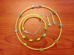 Collana, orecchini e braccialetto