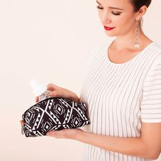 Bottle Butler $22.00 Printed Taffeta Easy-to-clean and carry along, the Bottle Butler is an insulated bottle holder that's ready to serve a sip or a snack at a moment's notice, and cleverly coordinates with favorite Petunia Pickle Bottom prints.