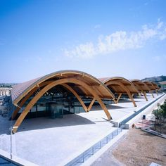 Bodegas Protos winery by Pritzker 2007 laureate Richard Rogers of Rogers Stirk Harbour + Partners Timber Architecture, Timber Buildings, Concept Architecture, Amazing Architecture, Contemporary Architecture, Landscape Architecture, Architecture Design, Santiago Calatrava, Zaha Hadid