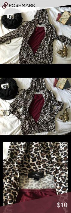 🐆🐆Leopard Print light weight hooded sweatshirt. 🐆🐆Beautiful Lightweight zippered leopard printed hooded sweatshirt. Measuring 21 inches from armpit.🐆🐆 Iris Basic Tops Sweatshirts & Hoodies