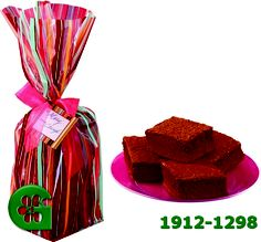 Wilton item number 1912-1298. Visit www.GalesWholesale.com for more information. Wilton Gift Bag Kit - 6 Bags 5 x 4in x 1.5ft, 6 Ta. Showcase your gift of homemade brownies in patterned bags that show off the tempting treats inside. Ribbons and tags included for a fun finishing touch.