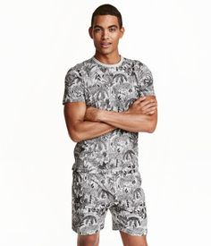 Gray/palms. Pajamas with a T-shirt and shorts in melange jersey with a printed pattern. Crew-neck T-shirt and shorts with elasticized waistband.
