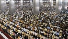 MAKING ROWS IN PRAYER   Sign of unity among #Muslims & faith in Allah!   Perform every single step of #Umrah with full of Consciousness..      #umrahpackages2015    Visit here: http://blog.umrahexperts.co.uk/2014/12/01/making-rows-in-prayer-importance-significance/