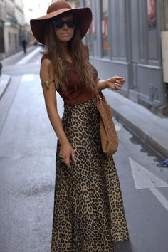 Leopard print maxi and big floppy hat nod to the seventies. Streetstyle