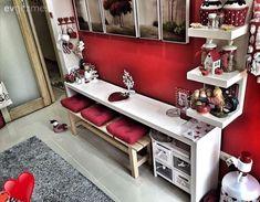 Harika bir köşe.. Alanı daraltmadan, dilendiğinde küçük bir mutfak masası olarak kullanılabilir..