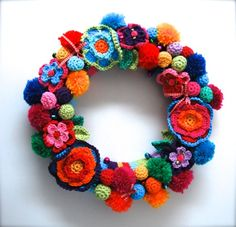 Inspiration: crochet wreath from Echtstudio. Crochet wreath cover and tiny eggs pattern in Dutch from Echtstudio and a link to Attic 24 May Roses pattern in English. Embellish with other crochet flowers, pompoms and ribbon bows.