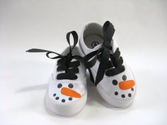 These little girls snowman shoes have a bold design. Weve hand painted happy, little snowmen on the toes of these white, cotton canvas kids Painted Canvas Shoes, Painted Sneakers, Hand Painted Shoes, Kids Sneakers, Canvas Sneakers, Boy Shoes, Girls Shoes, Christmas Shoes, Christmas Stuff