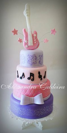 I think this would be an awesome cake for Tori's graduation party! Pretty Cakes, Beautiful Cakes, Amazing Cakes, Caramel Buttercream, Buttercream Recipe, Fondant Cakes, Cupcake Cakes, Guitar Birthday Cakes, Rodjendanske Torte