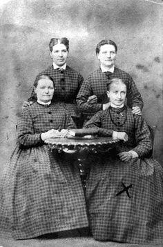 Pigor hos O A Grahn. Pigan markerad med ett X på fotografiet är Karin Sofia Johansdotter.