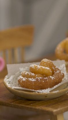 A classic carnival treat is even sweeter when it's bite-sized. This is the greatest thing I've seen all weekend. world's smallest funnel cake = joy Real Food Recipes, Dessert Recipes, Yummy Food, Tastemade Tiny Kitchen, Funnel Cake Fries, Funnel Cakes, Tiny Cooking, Tastemade Recipes, Cake Decorating Videos
