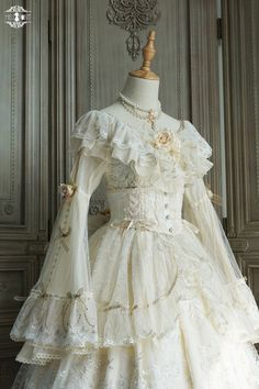 Pretty Outfits, Pretty Dresses, Beautiful Outfits, Ball Dresses, Ball Gowns, Old Fashion Dresses, Fiestas Party, Queen Outfit, Fairytale Dress