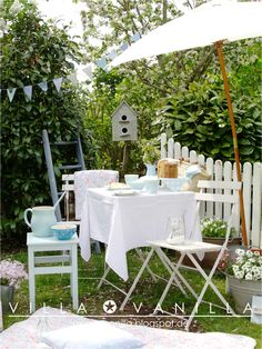 White garden furniture #gardendecorations #bunting