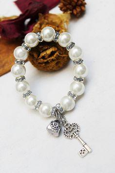 Pulseras de la perla joyería hecha a mano y por JAVALooks en Etsy