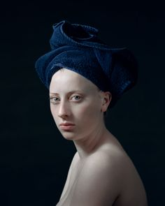 Dutch photographer Hendrik Kerstens creates stunning portraits using everyday objects. The photographer seeks to create a link between the art of painting and the art of photography. Still Life Photography, Fine Art Photography, Portrait Photography, Advanced Photography, Johannes Vermeer, Classic Portraits, Dutch Golden Age, Photo Portrait, Renaissance Paintings