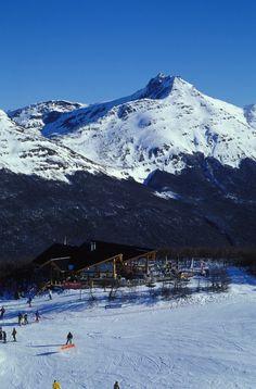 Cerro Castor, é uma estação de ski e snowboard perfeita para quem quer aliar, esportes de neve a passeios com sabor de aventura entre paisagens espetaculares.