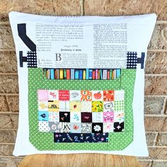 Typewriter Pillow from Spelling Bee by Lori Holt sewn by Heidi Staples of Fabric Mutt Cute Quilts, Small Quilts, Mini Quilts, Diy Quilting Projects, Sewing Projects, Small Quilted Gifts, Alphabet Quilt, Pillow Fabric, Pillows