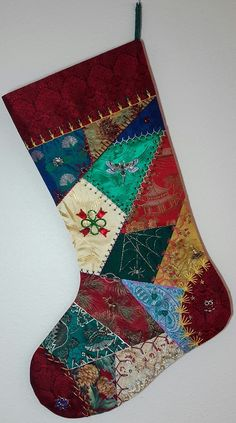 Tuto set de table crazy patchworkAssemblage of the Band de Tissus PatchworkCrazy Patchwork Projects Christmas stockings ideas for Patchwork Projects Christmas stockings ideas for 2019 PatchworkCrazy Quilt 8 - Quilting creations Quilted Christmas Stockings, Christmas Patchwork, Christmas Stocking Pattern, Xmas Stockings, Christmas Sewing, Handmade Christmas, Christmas Crafts, Christmas Sock, Family Christmas
