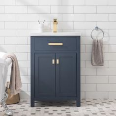 Bathroom decor for your master bathroom renovation. Learn master bathroom organization, master bathroom decor a few ideas, bathroom tile tips, bathroom paint colors, and much more. Layout Design, Tile Design, Design Ideas, Tile Layout, Design Inspiration, Bath Design, Design Trends, Storing Cleaning Supplies, Mirror Backsplash