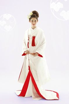 White and Red color represent traditional Japanese kimono wedding Traditional Wedding Attire, Traditional Fashion, Traditional Dresses, Japanese Wedding Kimono, Traditional Japanese Kimono, Kimono Japan, Japanese Costume, Japanese Outfits, Kimono Dress