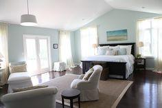 Blue white and beige bedroom Benjamin Moore - Paladian Blue with BM Shaker Beige Master Suite Bedroom, Blue Bedroom, Trendy Bedroom, Bedroom Colors, Dream Bedroom, Home Decor Bedroom, Bedroom Wall, Bedroom Ideas, Master Bath