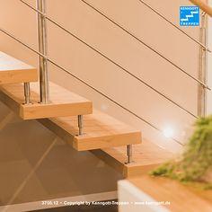 Freitragende KENNGOTT-TREPPE, Stufenmaterial Asteiche Longlife R9 (mit strukturierter, rutschhemmender Oberfläche), Geländersystem TERZO mit Edelstahlreling und Holzhandlauf, Beschläge Edelstahl  Mehr Treppen unter http://www.kenngott.de/…/kenngott-tre…/treppenbeispiele.html