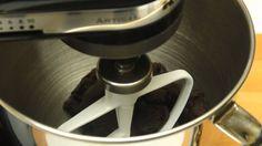 Saraberne cu nuca reteta video pas cu pas Kitchen Aid Mixer, Kitchen Appliances, Dessert Recipes, Desserts, Diy Kitchen Appliances, Tailgate Desserts, Deserts, Home Appliances, Desert Recipes