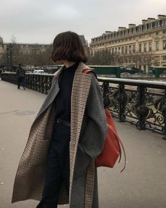 Plaid + gray reversible winter coat // all black winter outfit with gray coat // how to style red accessories // minimal fall fashion // minimal winter fashion Aesthetic Fashion, Aesthetic Clothes, Look Fashion, Korean Fashion, Winter Fashion, Fashion Outfits, Normcore Fashion, Fitness Aesthetic, Androgynous Fashion